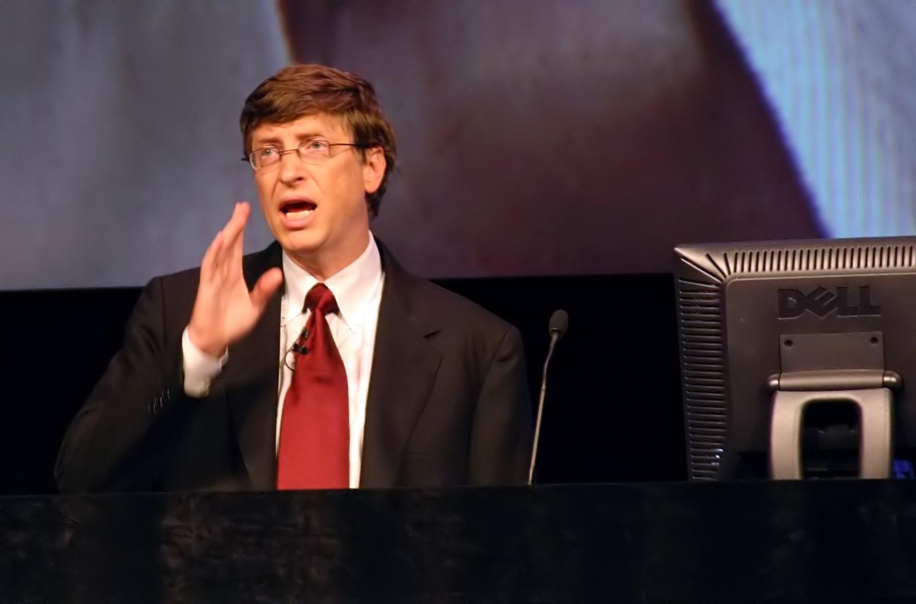 28 de Outubro - Bill Gates, empresário estadunidense, fundador da Microsoft, em 2004.jpg (Moderado)