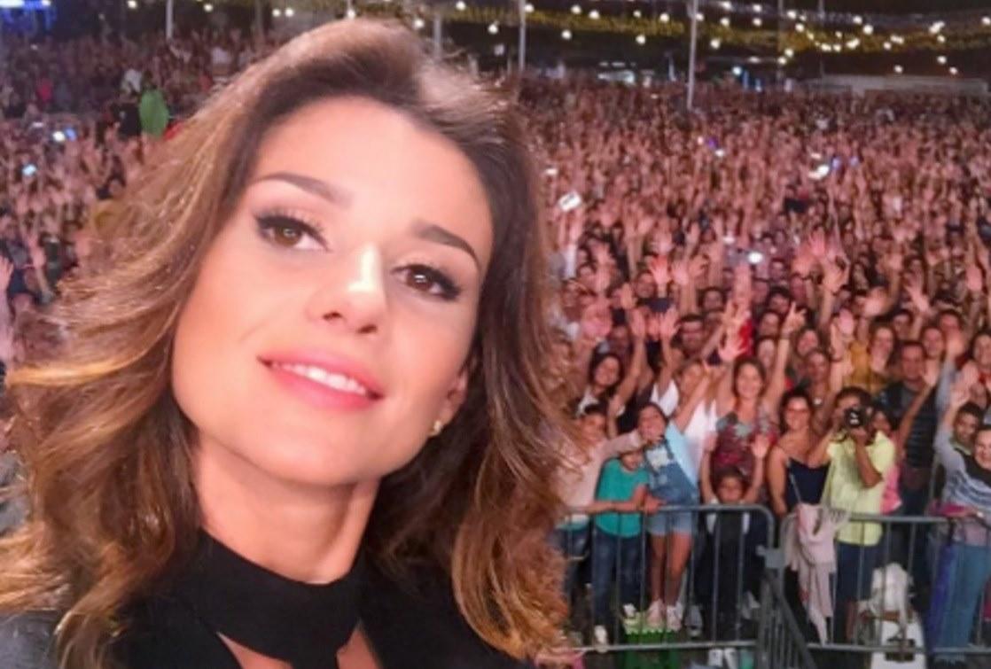 28 de Agosto - Paula Fernandes, cantora e compositora brasileira.jpg  (Moderado)